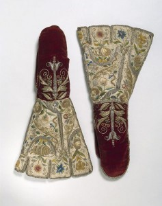 Pair of mittens, ca. 1600. © Victoria and Albert Museum, London.
